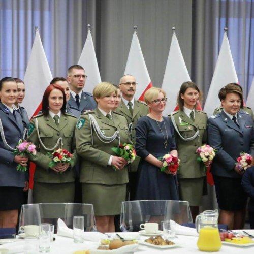 Listy gratulacyjne dla wałbrzyskich policjantów
